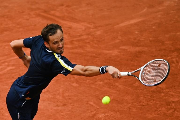 El ruso Daniil Medvedev se enfrentará al estadounidense Riley Opelka en la tercera ronda del Campeonato de Roland Garros, el 4 de junio de 2021 (AFP - Anne-Christine Bogolat)