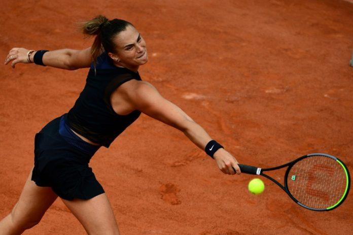 La Bélarusse Aryna Sabalenka face à la Russe Anastasia Pavlyuchenkova au 3e tour de Roland-Garros, le 4 juin 2021 (AFP - Martin BUREAU)