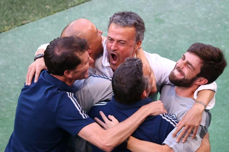 La alegría del técnico español Luis Enrique, tras vencer a Croacia (3-3, 5-3 am), en los octavos de final de la Eurocopa 2020, el 28 de junio de 2021 en Copenhague (POOL / AFP - WOLFGANG RATTAY)