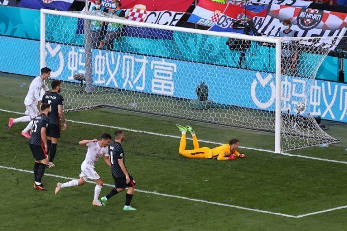 Le milieu de terrain espagnol Pablo Sarrabia égalise (1-1) contre la Croatie, lors de leur 8e de finale à l'Euro 2020, le 28 juin 2021 à Copenhague  (POOL/AFP - WOLFGANG RATTAY)
