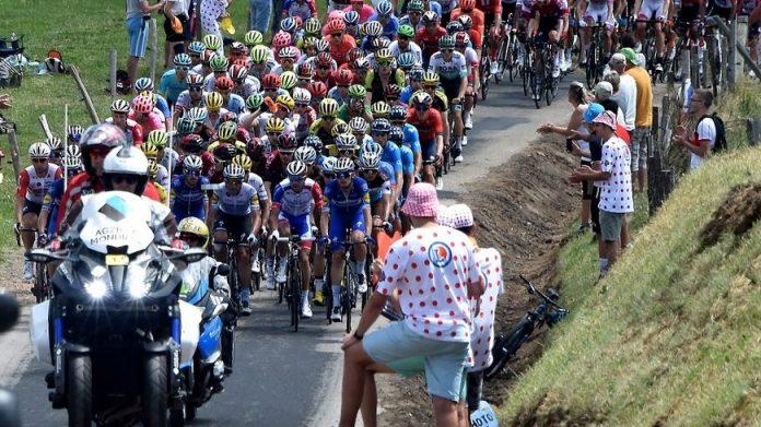 Le peloton lors du Tour de France 2019, Etape St Etienne / Brioude.
