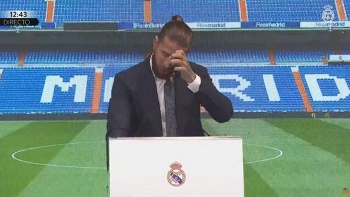 Sergio Ramos llora durante su ceremonia de despedida