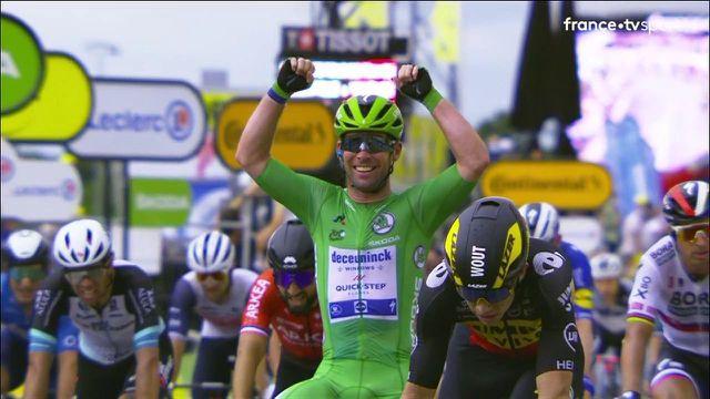 El británico, que se sentó en un sillón, obtuvo su 33 ° éxito en su carrera en el Tour de Francia.  Está solo un cuerpo por detrás del récord de Eddie Merckx.