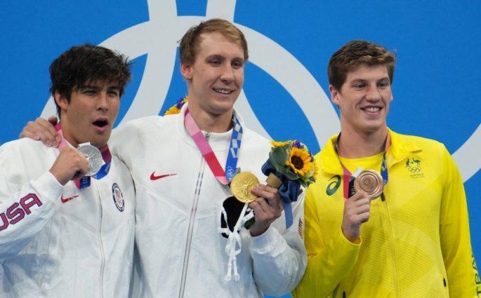 En el podio, los deportistas pueden quitarse las máscaras.