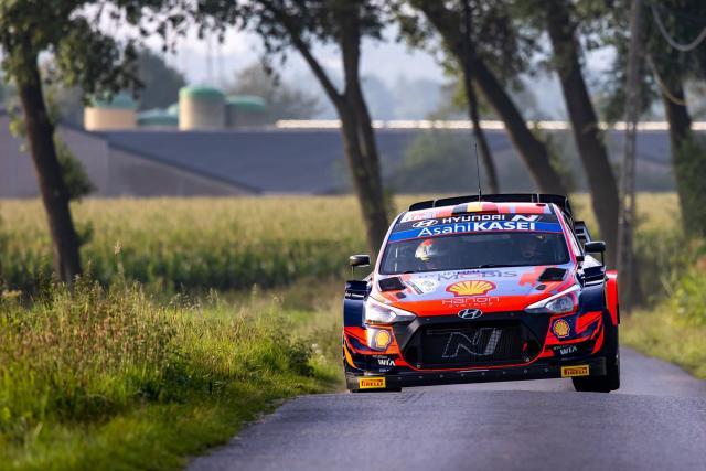Hyundai toma la delantera, Sebastien Ogier es sexto después de la tercera especial