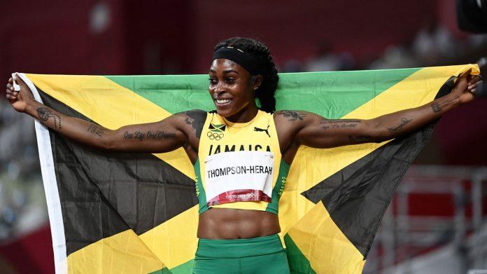 Juegos Olímpicos 2021 - Atletismo: Tras ganar el oro en los 100 metros, Elaine Thompson-Herrah logró el doblete al sobrevolar los 200 metros.