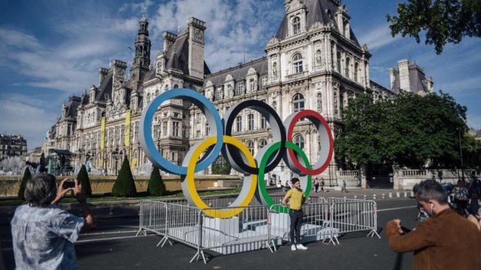 À moins de trois ans des JO-2024 de Paris, le comité d'organisation s'est penché mardi sur son programme de 45 000 bénévoles qui seront recrutés à partir de février 2023, ainsi que sur le relais de la flamme olympique. Photo LUCAS BARIOULET / AFP