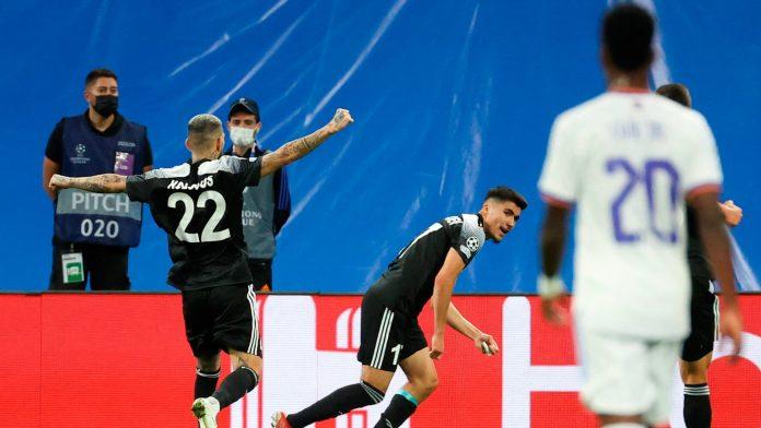 La Real cayó desde altísimo nivel, Griezmann y Suárez salvaron al Atlético