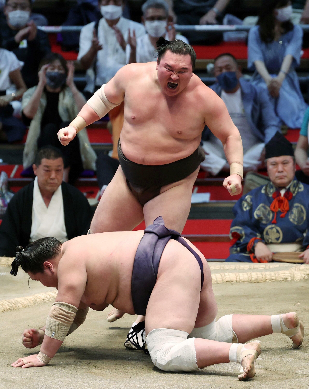 Gran campeón de Hakuho de Sumo (Yokozuna) después de su victoria final sobre Terunofuji en el campeonato el 18 de julio de 2021 en Nagoya